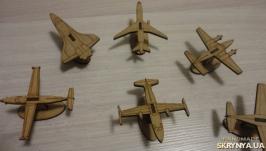 Самолеты на подставке набор