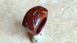 Перстень из красного дерева с бирюзой