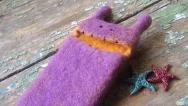Чохол для телефона з натуральної вовни Монстрик фіолетовий