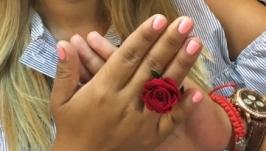 Кольцо с живой розай