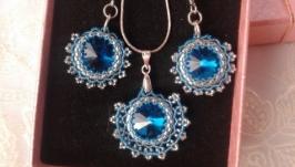 Серьги и кулон ручной работы из микро бисера с синими кристалами Swarovski,