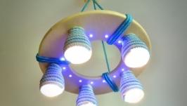 Деревянная люстра для детской комнаты с цветными плафонами и светодиодами