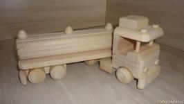 Машинка из дерева Бензовоз