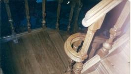 Лестница из натурального дерева с резьбой (001)