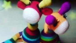 Радужный жырафик - погремушка