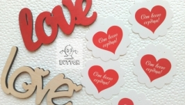 Деревянная надпись ′love′