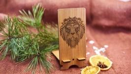 Подставка под мобильный телефон ′Лев′ из натурального дерева