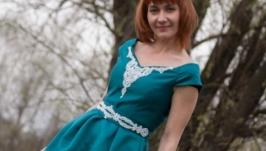 Авторское изумрудное платье с бисерной вышивкой и морским жемчугом