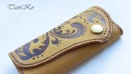 Ключница с кармашком из кожи растительного дубления с тиснением