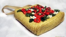 Плетеная сумочка из соломки с декором из цветов ′Полевой цвет′