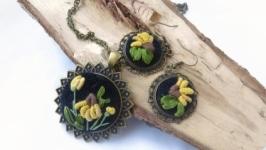 Комплект украшений ′Желтые ромашки′ - кулон и серьги с вышивкой