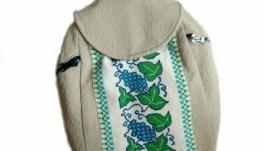 Маленький бежевый рюкзак с вышивкой