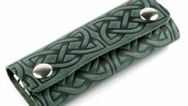 Ключница кожаная на с тиснением в кельтском стиле F3-24
