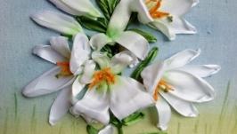 Картина вышитая атласными лентами, лилии