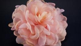 Заколка с розовым пионом из ткани