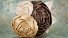 Заколка с бежевыми розами