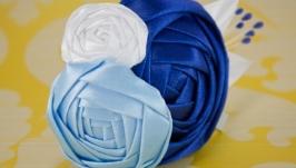 Заколка с розами из атласных лент