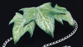 Заколки с листьями плюща из ткани