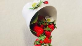 Парящая чашка ′ клубничное изобилие′