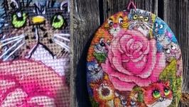 Коты и роза.