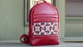 Кожаный рюкзак с украинской вышивкой