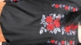 Чорна вишиванка ′Троянда!