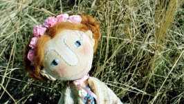 Текстильна іграшка Лялька з квітами