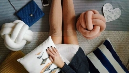 Декоративная подушка-узел
