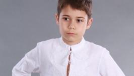 Вышиванка для мальчика ′Твори Мир′ белый лён белая вышивка