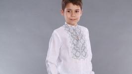 Вышиванка для мальчика с серой вышивкой