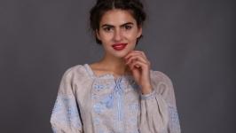 Вышиванка женская ′Окошко′ бежевый лен голубая вышивка