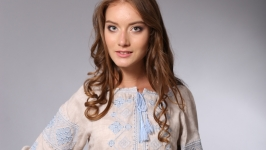 Вышиванка женская бежевый лён голубая вышивка