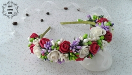 Ободок с цветами роз и веточками