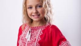Платье с вышивкой для девочки из красного льна