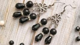Элегантные черные серьги с агатом. Небольшие сережки с натуральным камнем