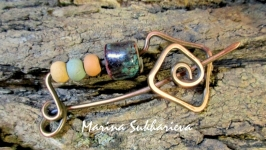 Медная брошь с глиняными бусинами ручной работы Водоворот