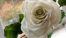 Белая роза из полимерной глины ручной работы