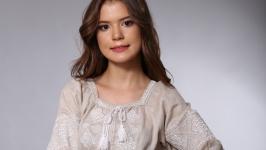 Платье женское бежевый лен белая вышивка ′Окошко′