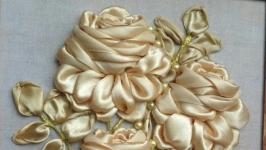 Авторская работа картина вышитая атласными лентами, жемчужные розы