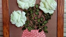 Авторская работа картина вышитая атласными лентами, нежные розы в вазе
