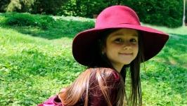 Широкополая шляпка для девочки