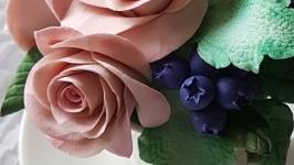 Цветочная композиция Розы и ягоды