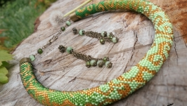 Жгут из бисера ′Волшебные завитки′ (зеленый)