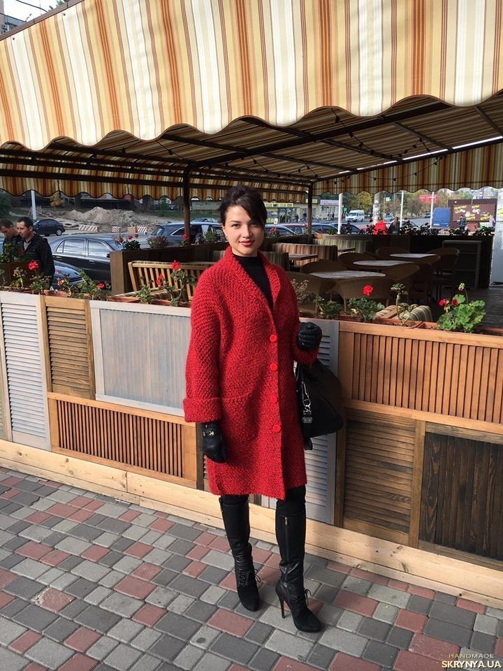 купить красное вязаное пальто ручной работы в украине