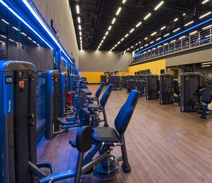 Academia smart fit rondonopolis mato grosso area musculacao equipamento perna