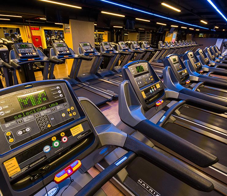 Smart fit academia unidade criciuma sc 1 equipamento area cardio esteira