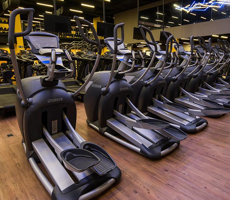 Smart fit academia unidade neo sp 1 equipamento area cardiovascular eliptico transport