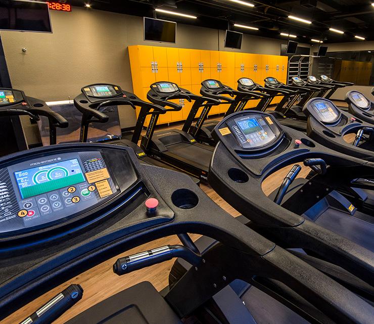 Smart fit academia unidade vila valqueire rj 1 equipamento area cardiovascular esteira