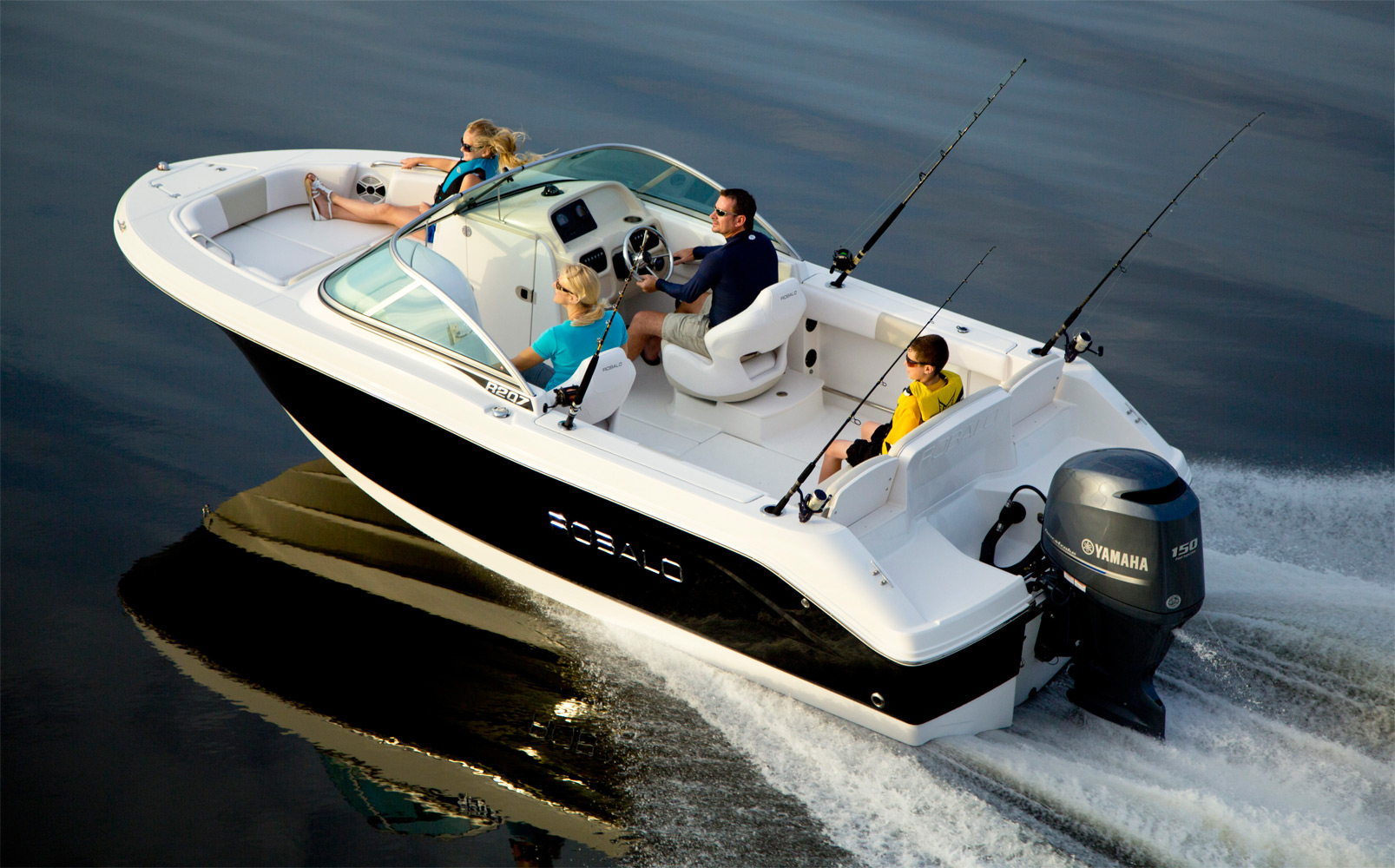 Longshore boats blog the new robalo 207 family fun for Best boat for fishing and family fun