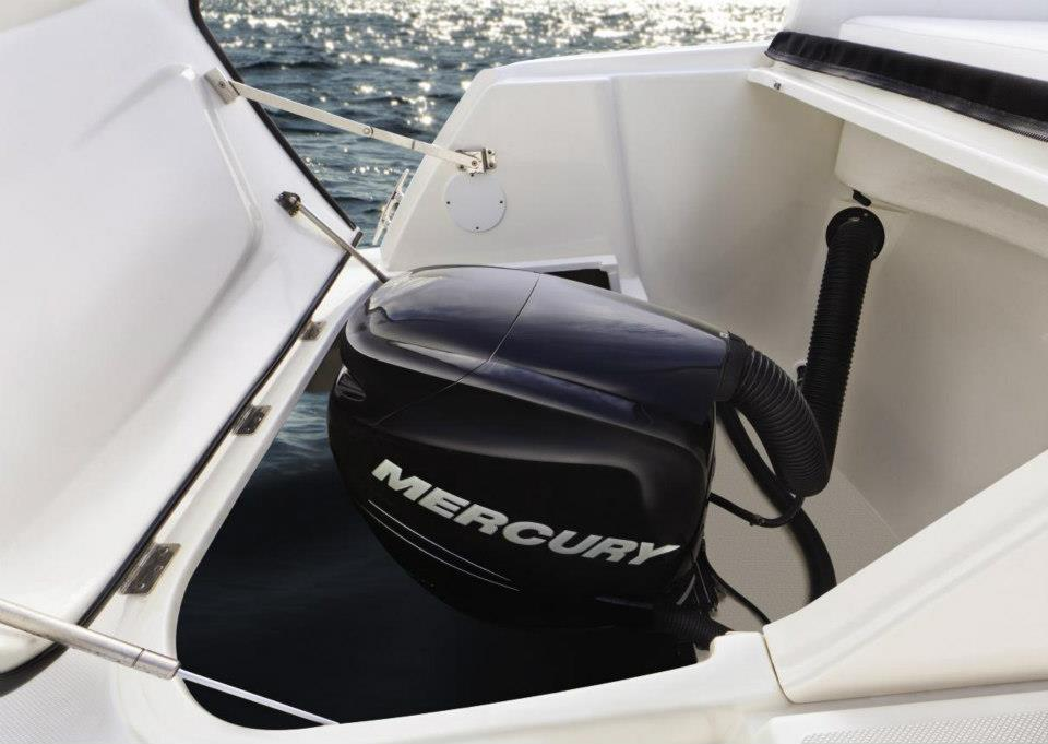 Hurst Marina 39 S Boating Blog Inboard Vs Outboard Motors